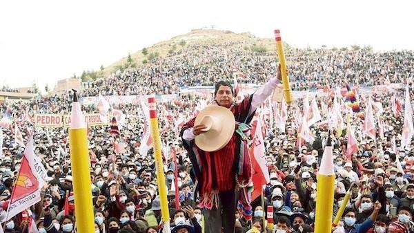 Soutenu par une alliance progressiste, Pedro Castillo, instituteur, est élu président du Pérou